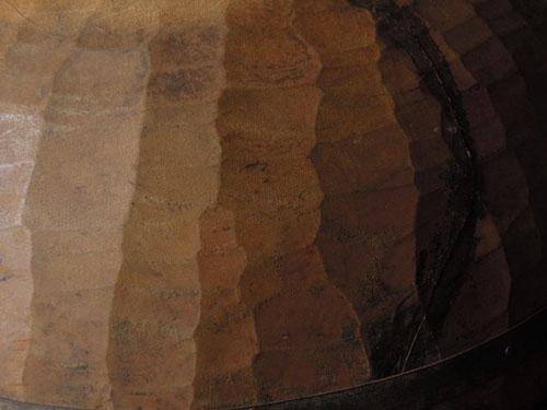 粗い目の彫り跡が印象的,アンティーク,器,ボウル,木製,プリミティブ,金具,刳り貫き型,雑貨,古道具