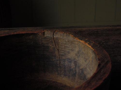 無垢特有の割れ,アンティーク,器,ボウル,木製,刳り貫き,こね鉢,プリミティブ,ディスプレイ,ショップ