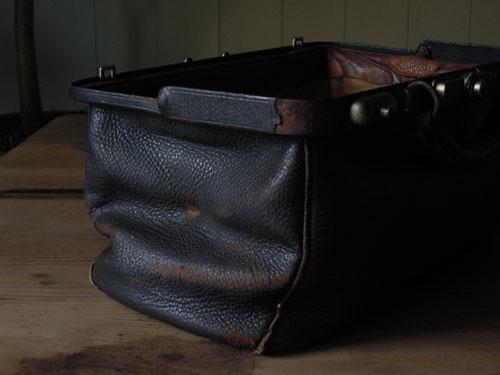 サイドのスレとクラック,アンティーク,カバン,レザーバッグ,ドクターズバッグ,鞄,ショップ,ディスプレイ,古道具,雑貨