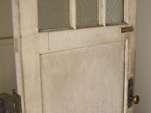 アンティーク感のある色合い,アンティーク,ヴィンテージ,ドア,玄関ドア,白,ペイント,ガラス