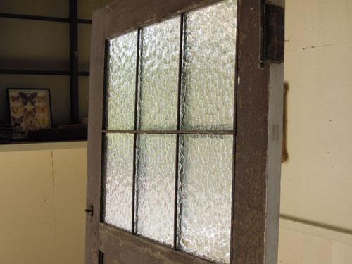 鉄格子のガラス窓,アンティーク,ヴィンテージ,ドア,玄関ドア,白,ペイント,ガラス