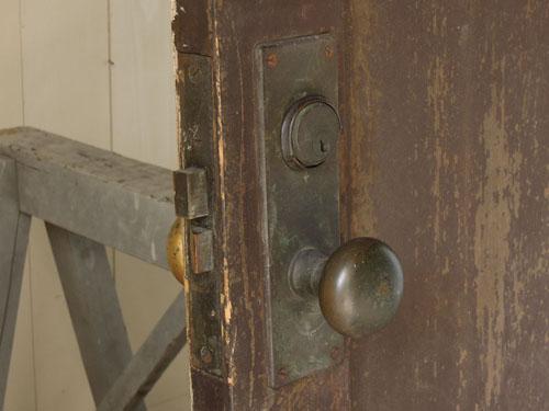 ドアノブの雰囲気,アンティーク,ヴィンテージ,ドア,玄関ドア,白,ペイント,ガラス
