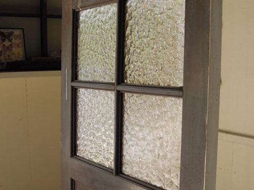 雰囲気ある古いガラス,アンティーク,ヴィンテージ,ドア,木製ドア,白,ペイント,こげ茶,ガラス窓