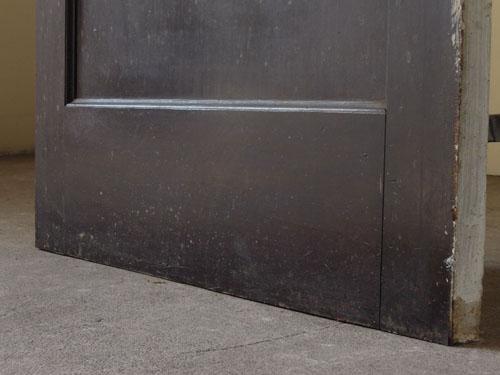 脚元の状態,アンティーク,ヴィンテージ,ドア,木製ドア,白,ペイント,こげ茶,ガラス窓