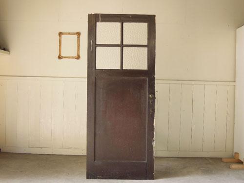 表と裏で異なる雰囲気,アンティーク,ヴィンテージ,ドア,木製ドア,白,ペイント,こげ茶,ガラス窓