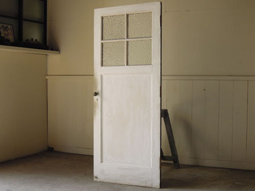 アンティーク,ヴィンテージ,建具,ドア,木製ドア,白,ペイント,こげ茶,ガラス窓,洋館