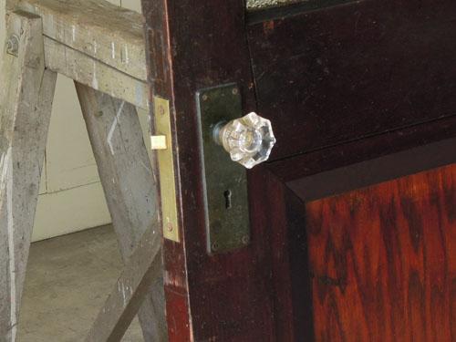 古いガラスのドアノブ,アンティーク,ヴィンテージ,ドア,玄関ドア,白,ペイント,イギリス,オーク材