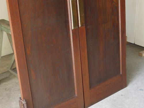 経年変化した木のいい風合い,アンティーク,ヴィンテージ,建具,木製,観音開き扉,両開き戸