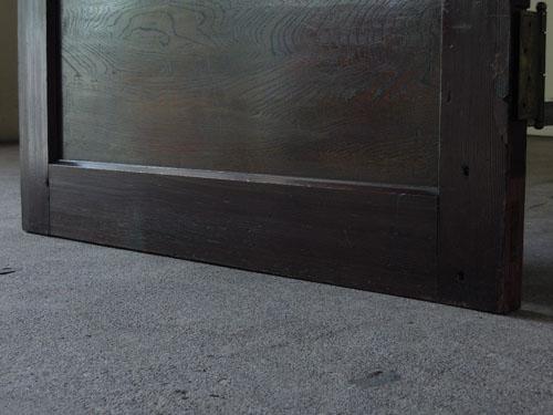脚元,アンティーク,ドア,洋館,木製,ドアノブ,鍵付き,書斎,アトリエ