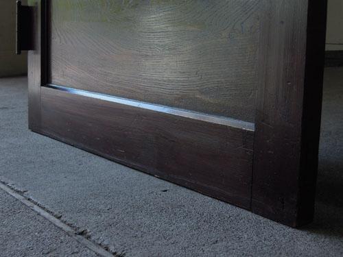 脚元,アンティーク,ドア,洋館,木製,ドアノブ,鍵付き,書斎,アトリエ,