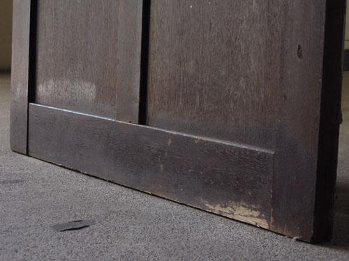焦げ茶色側脚元,アンティーク,ドア,木製,建具,ペイント,ブルーグレー,アトリエ,小屋