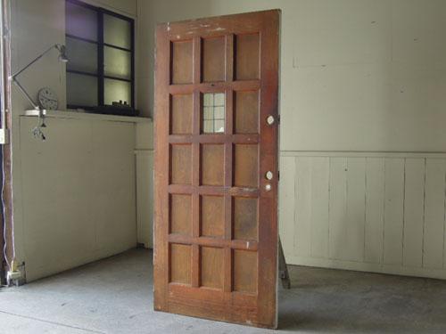 重厚な茶色を正面としても,アンティーク,ドア,建具,木製,ステンドグラス,格子,ペイント,白,リノベーション