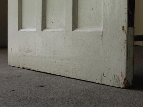 ペイントの脚元,アンティーク,ドア,建具,木製,ステンドグラス,格子,ペイント,白,リノベーション