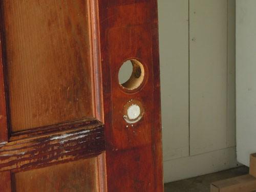 ドアノブはなし,アンティーク,ドア,建具,木製,ステンドグラス,格子,ペイント,白,リノベーション