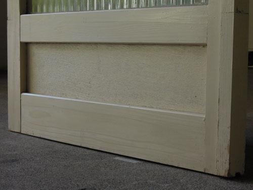 脚元,アンティーク,ドア,建具,木製,ペイント,白,リノベーション,ガラス戸