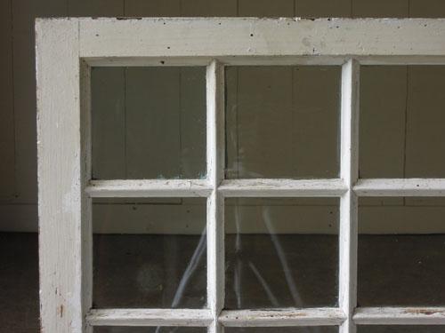 四角が並んだ格子状のデザイン,アンティーク,窓,建具,木製,格子,ペイント,白,リノベーション