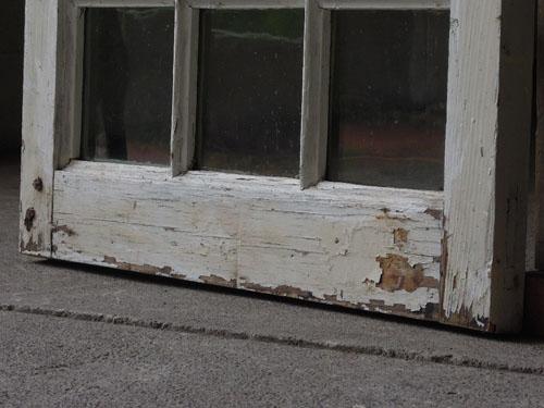 経年変化でぺリぺリしたペイント,アンティーク,窓,建具,木製,格子,ペイント,白,リノベーション