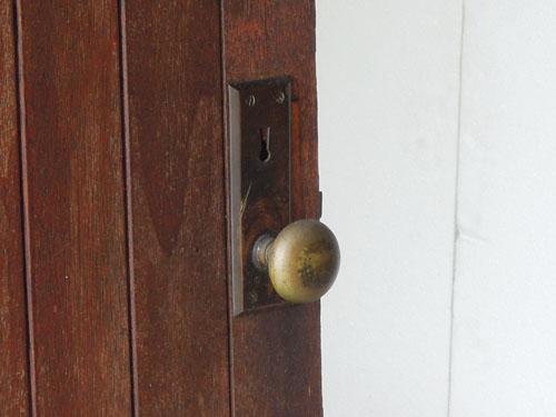 逆向きですが通常使用できます,アンティーク,ドア,建具,木製,小屋,アトリエ,店舗,リノベーション