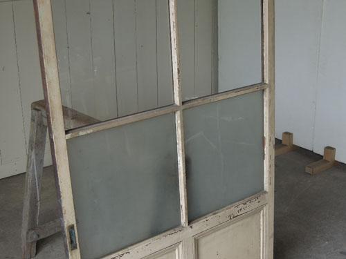 白ペイントとガラスで明るい印象,アンティーク,ドア,建具,ペイント,白,茶,リノベーション,店舗
