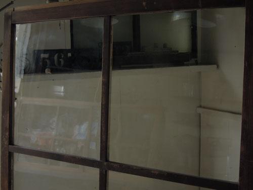 ガラス面もきれい,アンティーク,ドア,建具,ペイント,白,茶,リノベーション,店舗