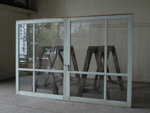 嵌め殺しなどとして加工しても,アンティーク,窓,引き違い戸,ペイント,ブルーグレー,建具,ガラス戸,リノベーション,店舗