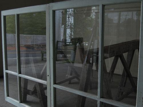クリアなガラス面,アンティーク,窓,引き違い戸,ペイント,ブルーグレー,建具,ガラス戸,リノベーション,店舗