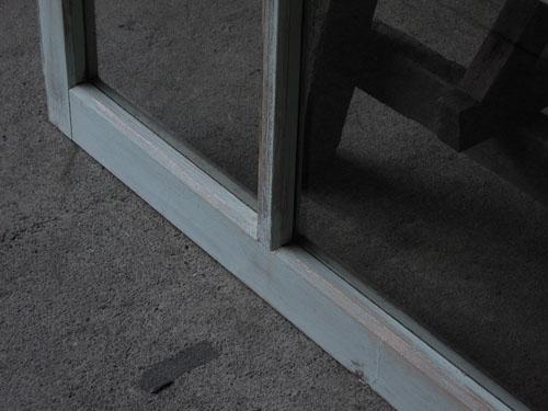 ペイントのカラーはブルーグレー,アンティーク,窓,引き違い戸,ペイント,ブルーグレー,建具,ガラス戸,リノベーション,店舗