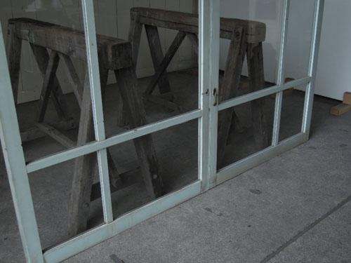 広いガラス面,アンティーク,窓,引き違い戸,ペイント,ブルーグレー,建具,ガラス戸,リノベーション,店舗