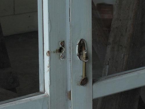 金具,アンティーク,窓,引き違い戸,ペイント,ブルーグレー,建具,ガラス戸,リノベーション,店舗