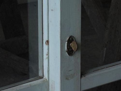 鍵,アンティーク,窓,引き違い戸,ペイント,ブルーグレー,建具,ガラス戸,リノベーション,店舗