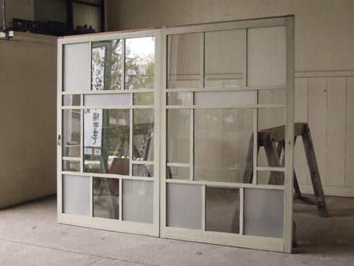 並べて嵌め殺し窓やパーテーションとしても,アンティーク,引き違い戸,ガラス戸,引戸,建具,ペイント,リノベーション,店舗,間仕切り