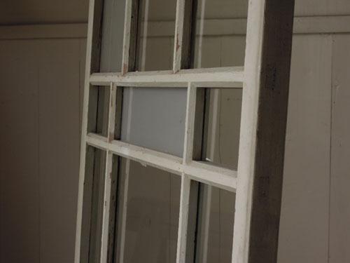サイズの違う格子とガラスの表情,アンティーク,引き違い戸,ガラス戸,引戸,建具,ペイント,リノベーション,店舗,間仕切り