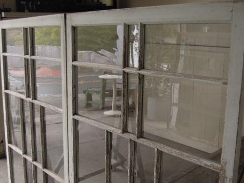 ガラスはきれいな印象,アンティーク,引き違い戸,ガラス戸,引戸,建具,ペイント,リノベーション,店舗,間仕切り