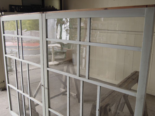細かくデザインされた格子は珍しい,アンティーク,引き違い戸,ガラス戸,引戸,建具,ペイント,リノベーション,店舗,間仕切り
