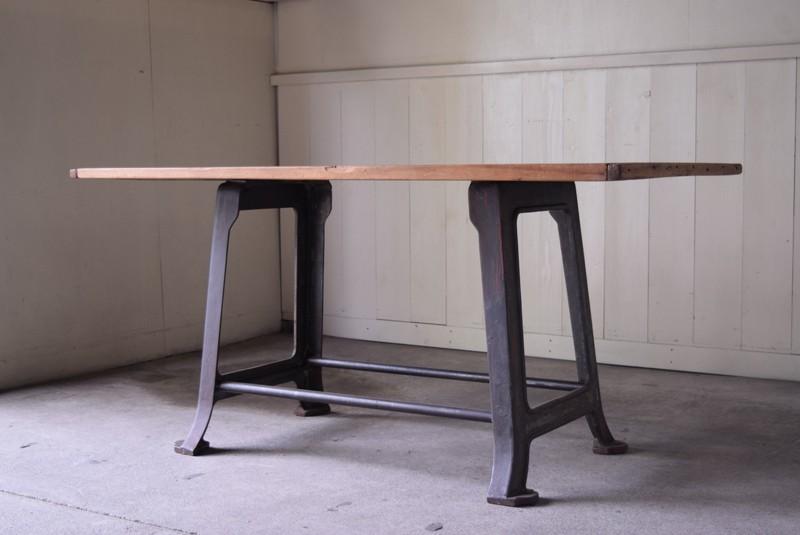 鉄脚テーブル,インダストリアル,アンティーク,ヴィンテージ,作業台,カフェテーブル,ダイニングテーブル,リファクトリー