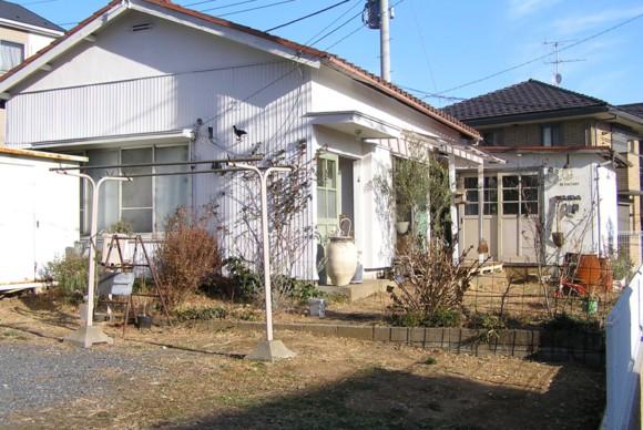 古い平屋フラットハウスに住みながら、実験的に好きな雰囲気にリノベーション改装。
