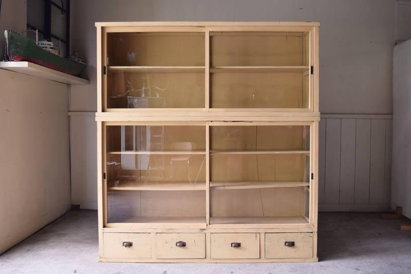 ガラスケース,陳列棚,食器棚,ガラス戸収納