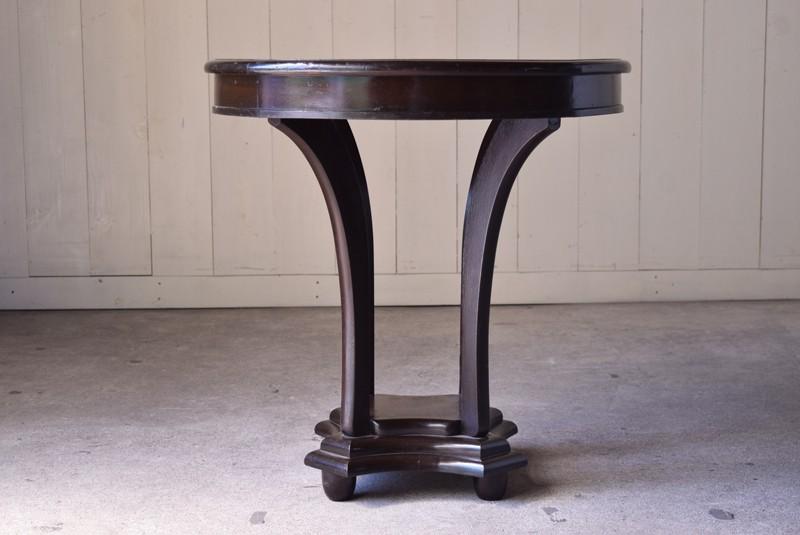 美しい曲線を描く脚,アンティーク,ラウンドテーブル,テーブル,カフェテーブル,飾り台,花台,桜材,洋館