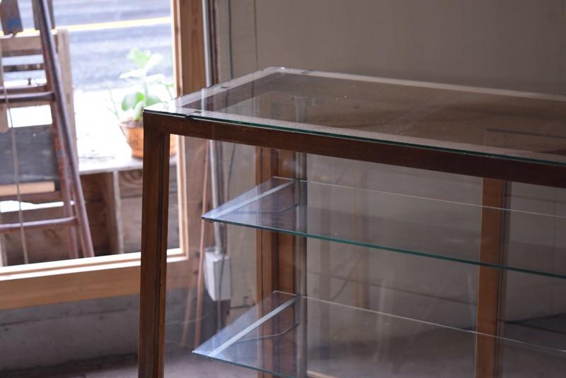 光りを通す5面ガラス,アンティーク,ガラスケース,ショーケース,パンケース,什器,陳列,ショップ