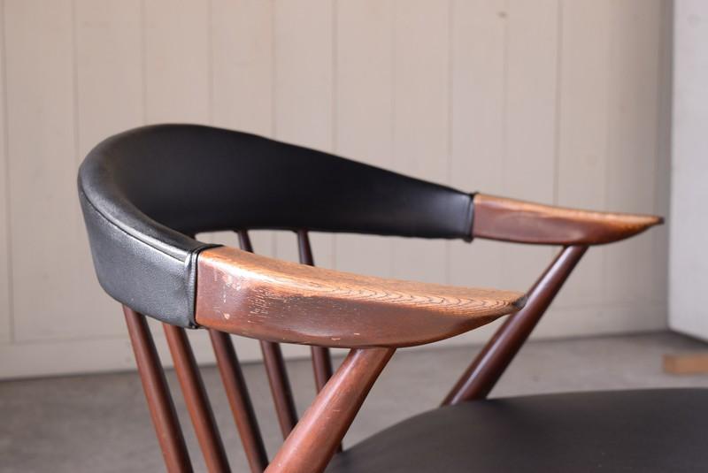 アームはナラ材,ヴィンテージ,アンティーク,アームチェア,イージーチェア,椅子,チェア,ブナ材,楢材