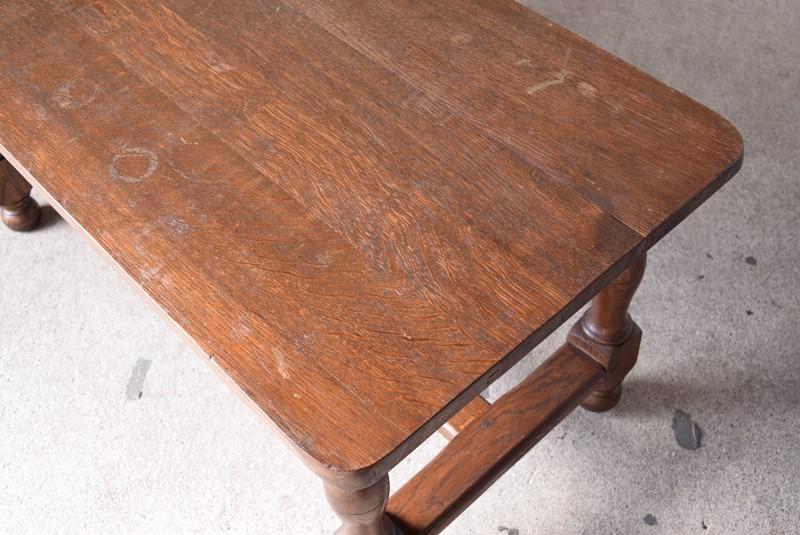 暗すぎず明るすぎない程良い色味,アンティーク,ヴィンテージ,センターテーブル,ローテーブル,ナラ材無垢,楢材,木目