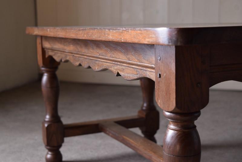 装飾がポイントに,アンティーク,ヴィンテージ,センターテーブル,ローテーブル,ナラ材無垢,楢材,装飾