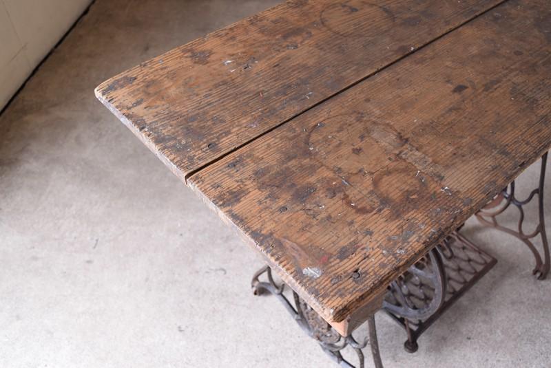 経年変化がいい風合い,アンティーク,鉄脚テーブル,ミシン脚,SHINGER,シンガー,作業台,陳列什器,アトリエ,