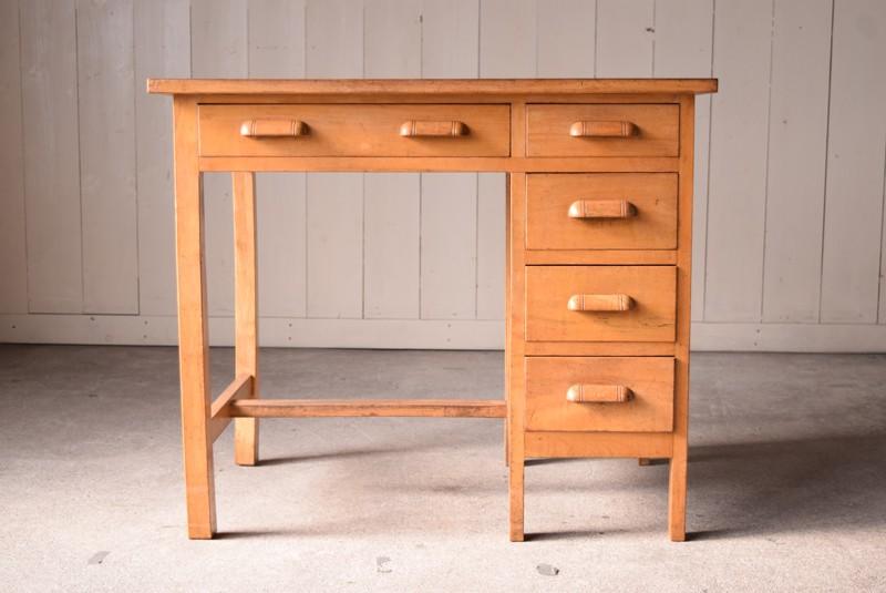明るい木味で合わせやすいデスク,アンティーク,ヴィンテージ,片袖机,机,デスク,ワークデスク,引き出し