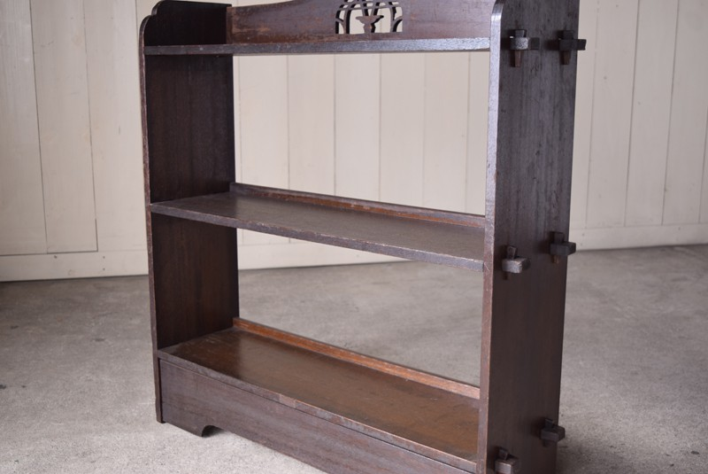 小振りなサイズ感,アンティーク,ヴィンテージ,本棚,オープンラック,透かし彫り,陳列棚