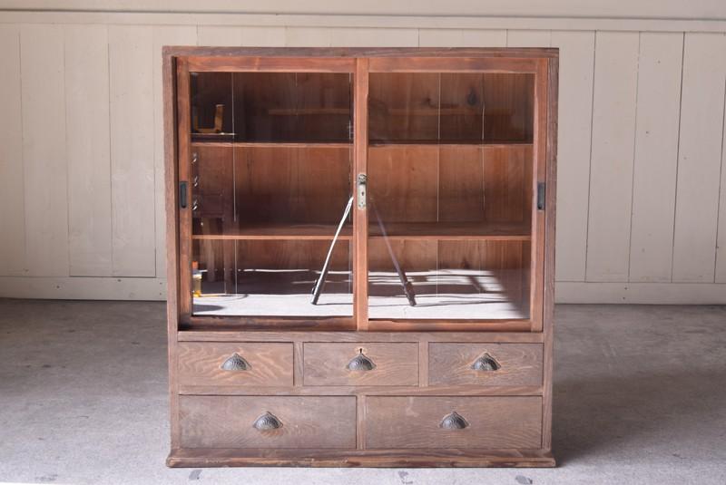 ガラスもきれいな状態,アンティーク,ヴィンテージ,食器棚,整理箪笥,収納棚,ガラス戸収納棚,什器,家具
