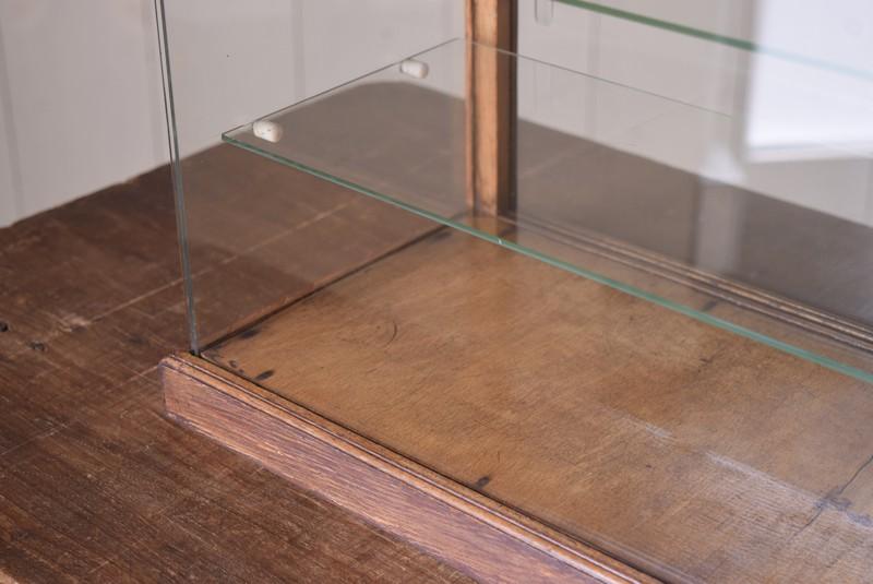 きれいなガラス面,アンティーク,ガラスケース,ショーケース,木枠,焼き菓子,小物,陳列,ディスプレイ