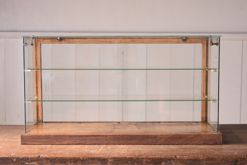 視界を邪魔しない5面ガラス,アンティーク,ガラスケース,ショーケース,木枠,焼き菓子,小物,陳列,ディスプレイ