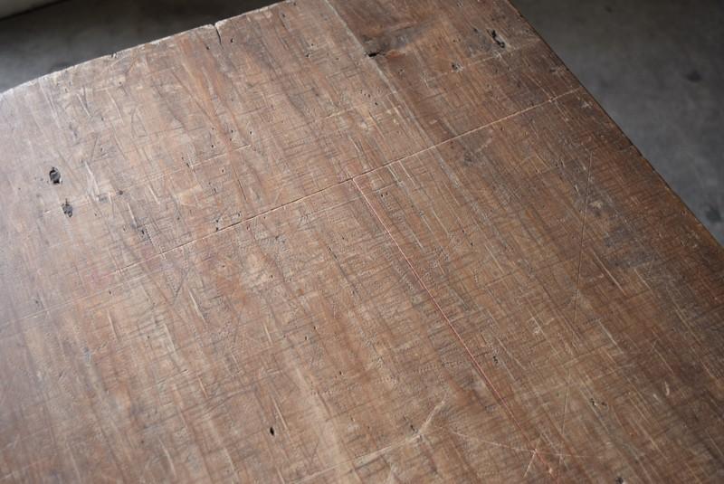 痕にも趣が,アンティーク,鉄脚,テーブル,什器,作業台,フランス
