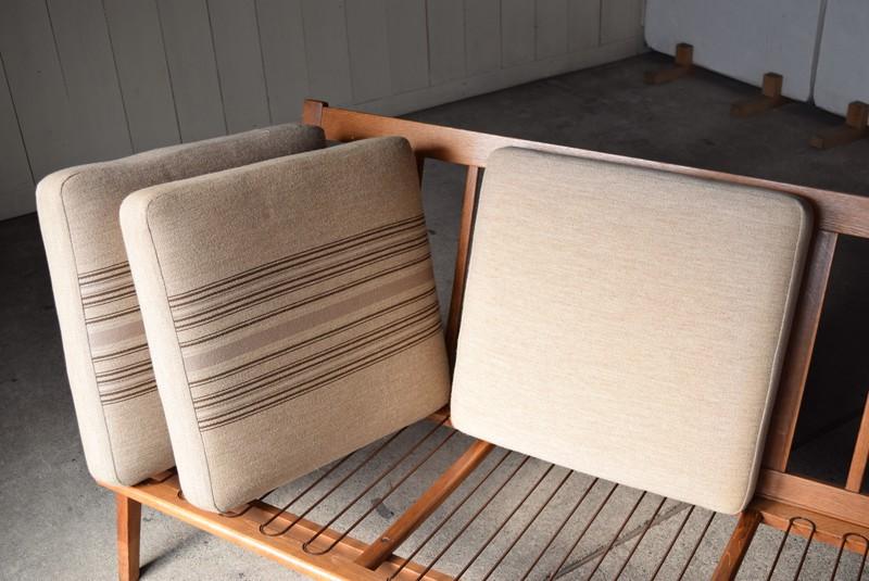 ヴィンテージ感のあるファブリック,3人掛けソファ,デンマーク,チーク材,ヴィンテージ,60's,70's、